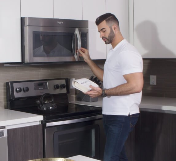 Person heating MealPro meal at the microwave